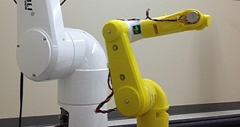 3D Printed Robotic Arm Can Control Other Robots – Video