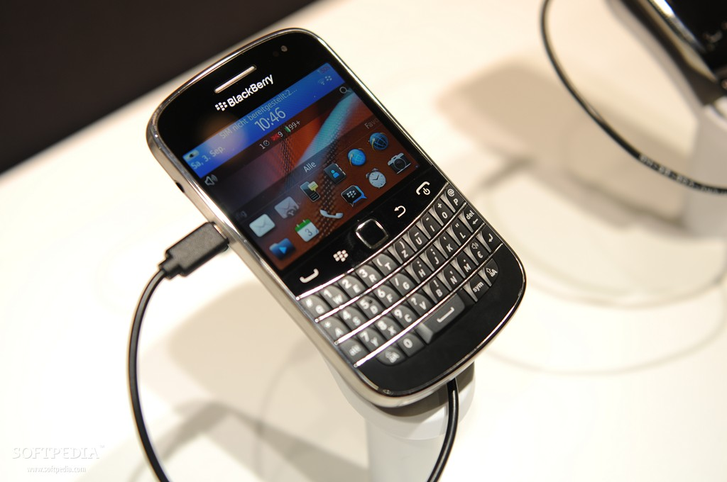 Att goes official with bold 9900 torch 9860 and curve 9360 blackberry bold 9900 reheart Images