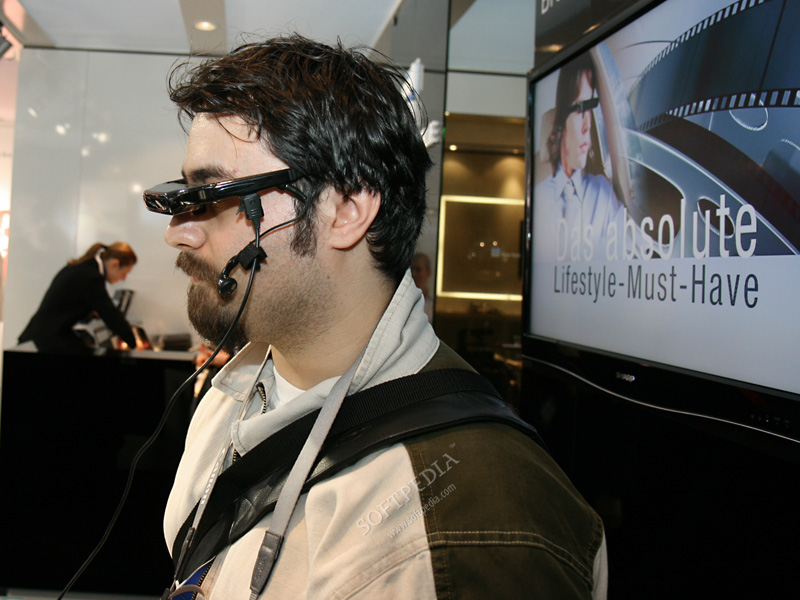 CeBIT 2008: G777, the Mobile Phone With Video Glasses