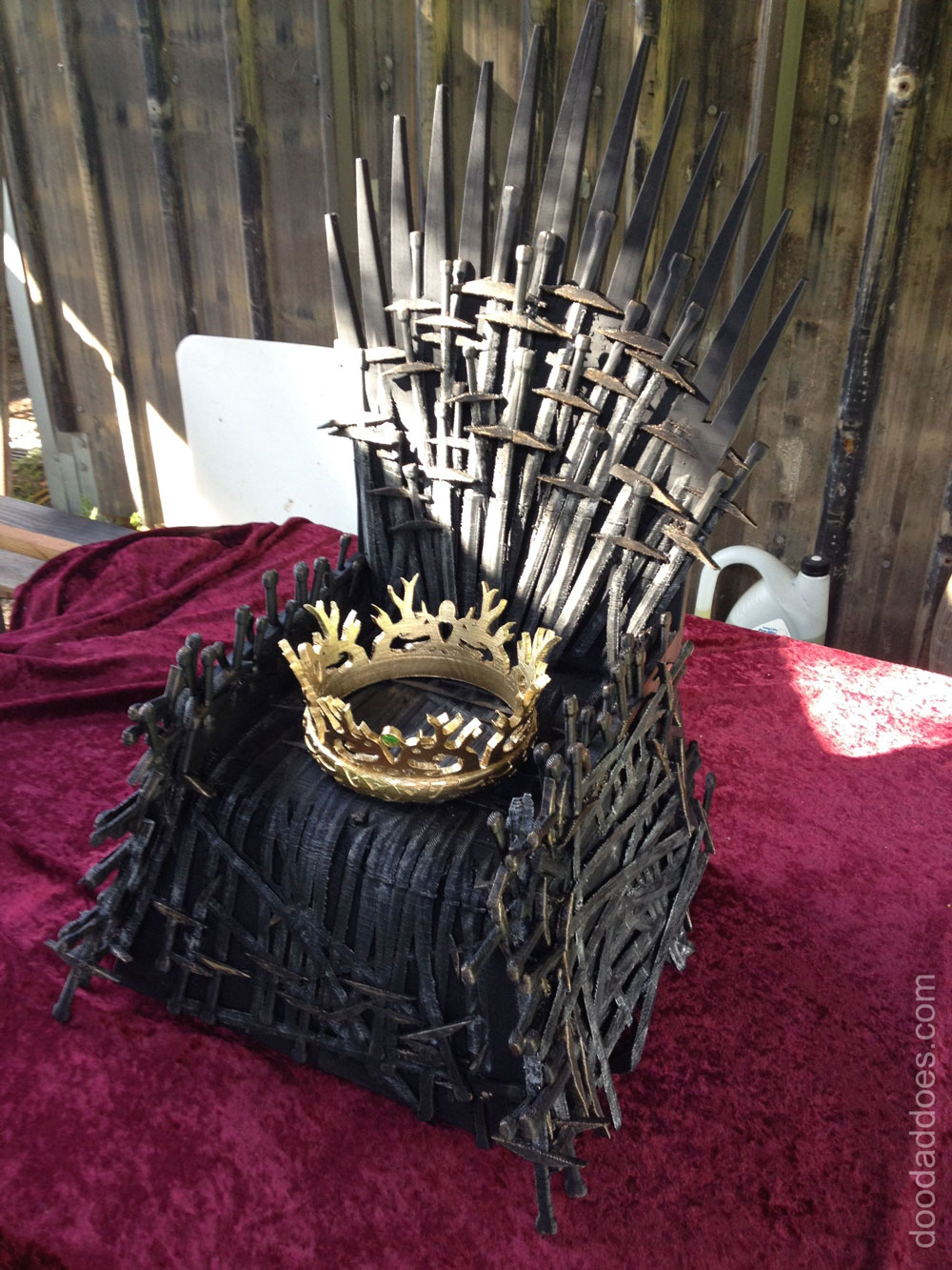 D Printing Exhibition Europe : Game of thrones iron throne gets d printed into mini