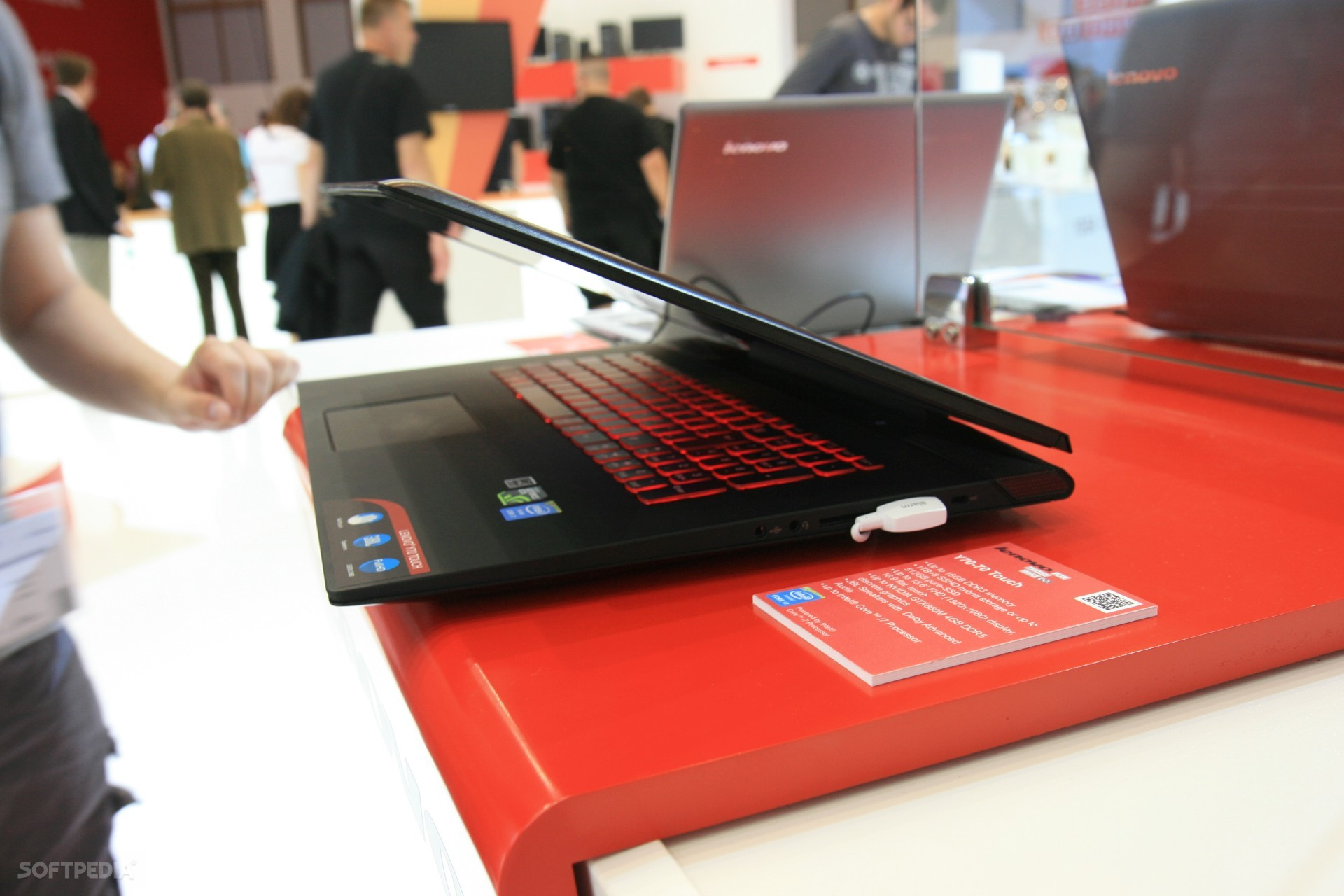 Hands On Lenovo Ideapad Y70 Gaming Laptop With Touch Screen 407ed0a5c3
