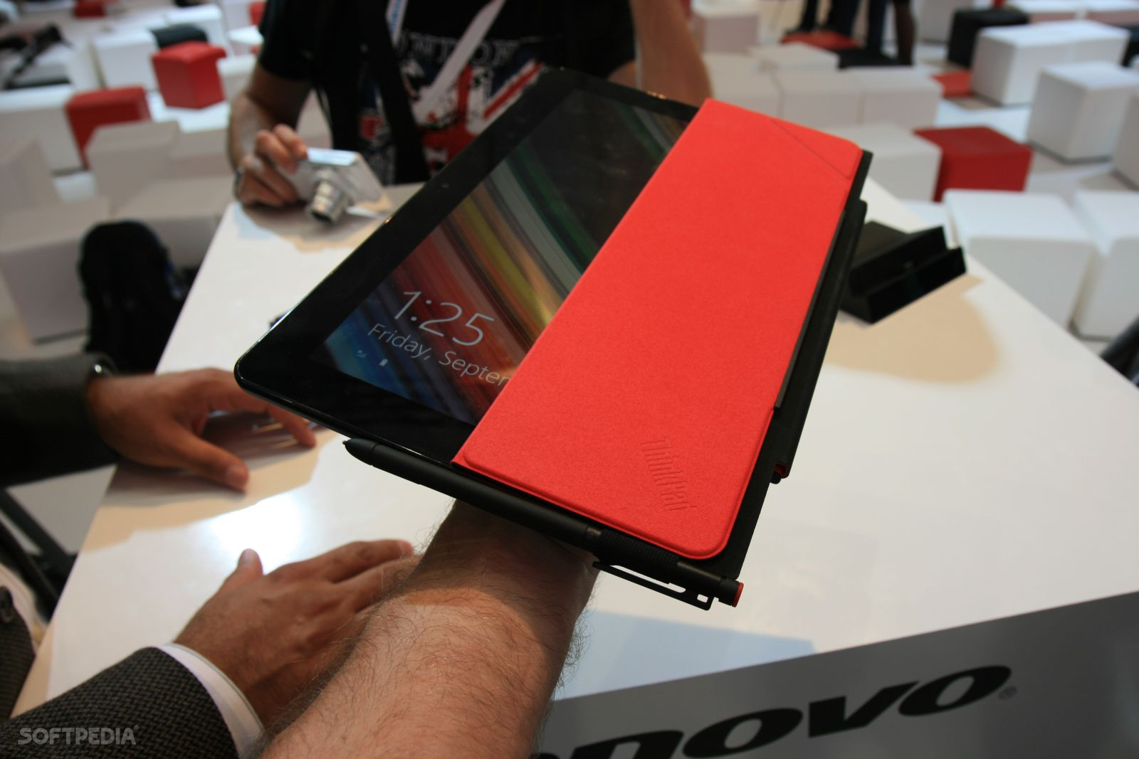 Hands-On: Lenovo ThinkPad Helix 2 Convertible Ultrabook at
