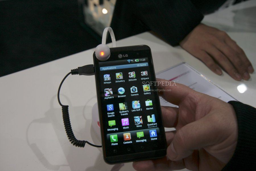 MWC 2011: LG Optimus 3D Hands-On