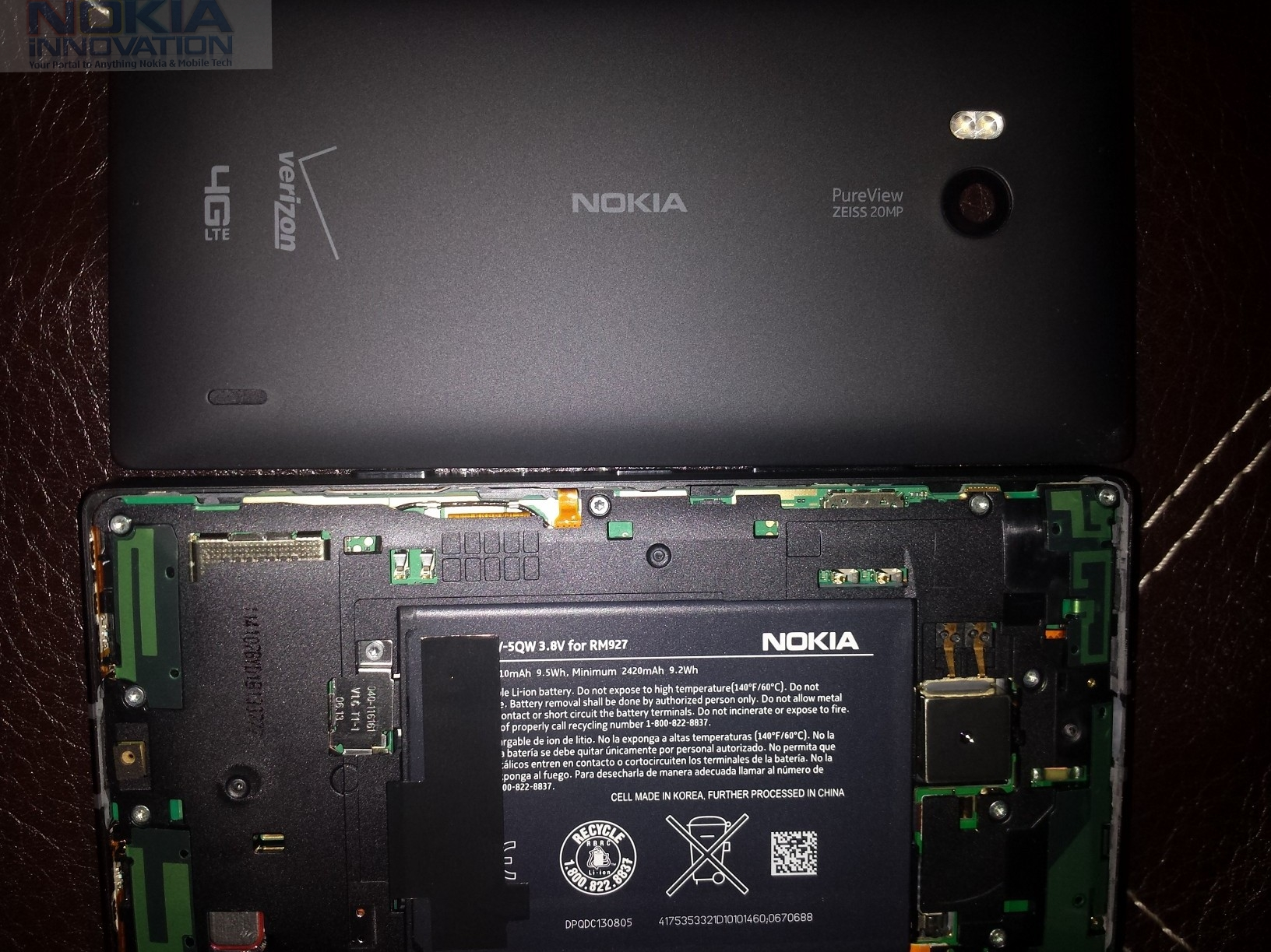 New Nokia Lumia 929 Leaked Photos Show the Phone's Internals