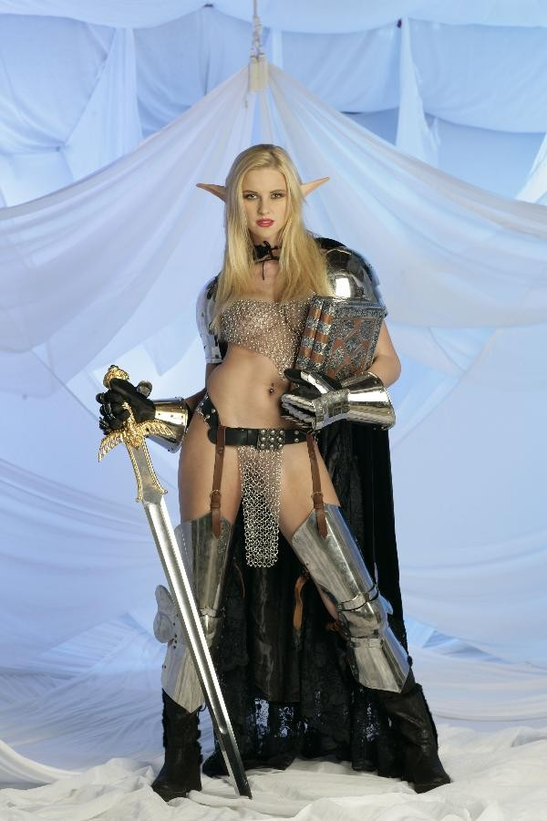 Porn stars play world of warcraft