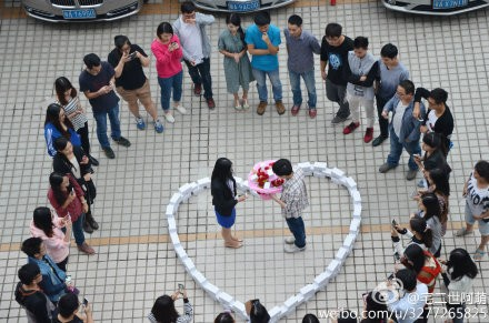 Woman Refuses Marriage Proposal Leaves Man With 99 Iphones In Custody