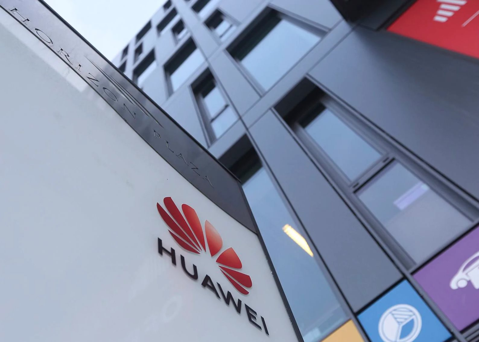 Huawei says it has its own OS in case it gets banned