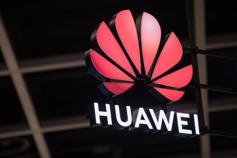 FB stops Huawei from pre-installing apps on phones