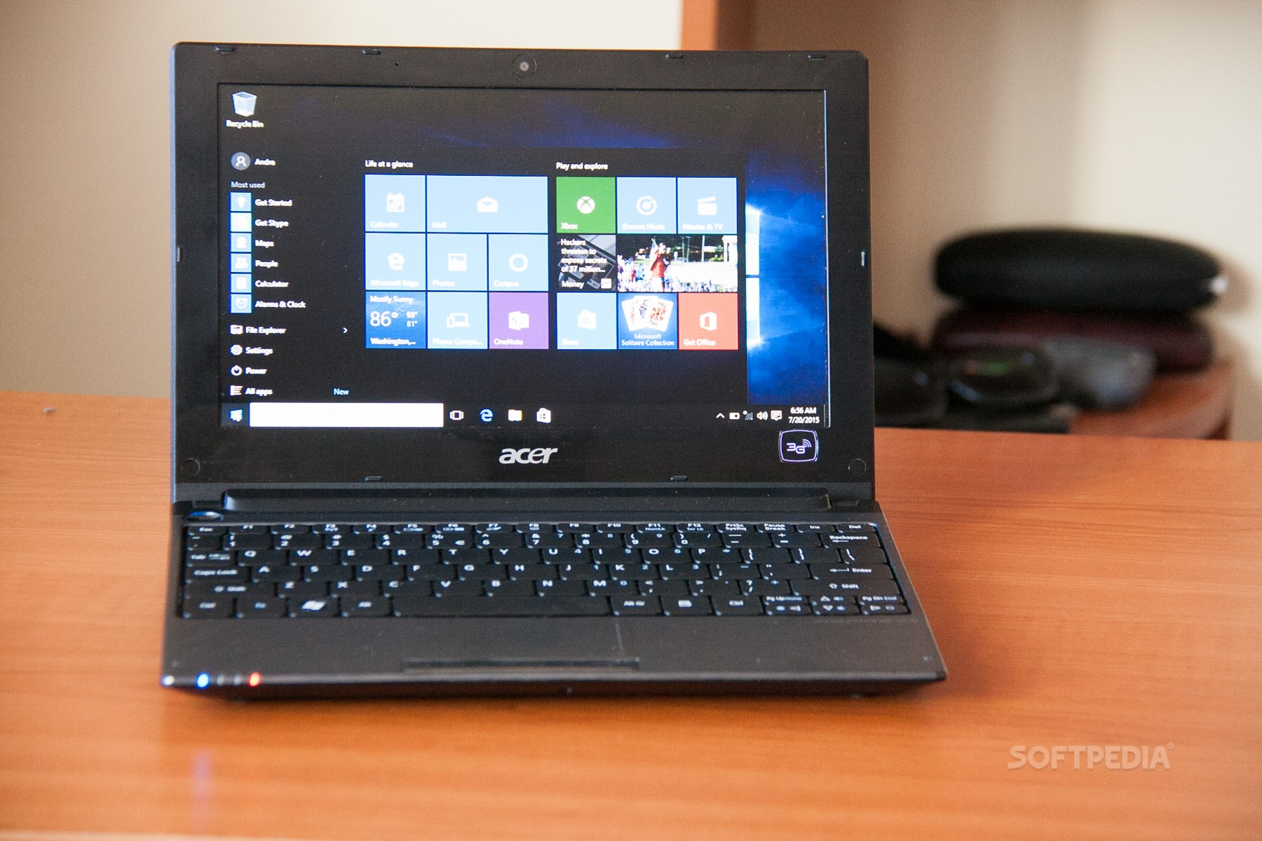Installing windows 10 on a 7-year-old acer aspire one: flawless.
