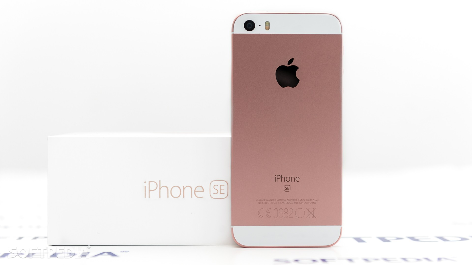 Apple Brings Back The iPhone SE For One Short Moment in Time