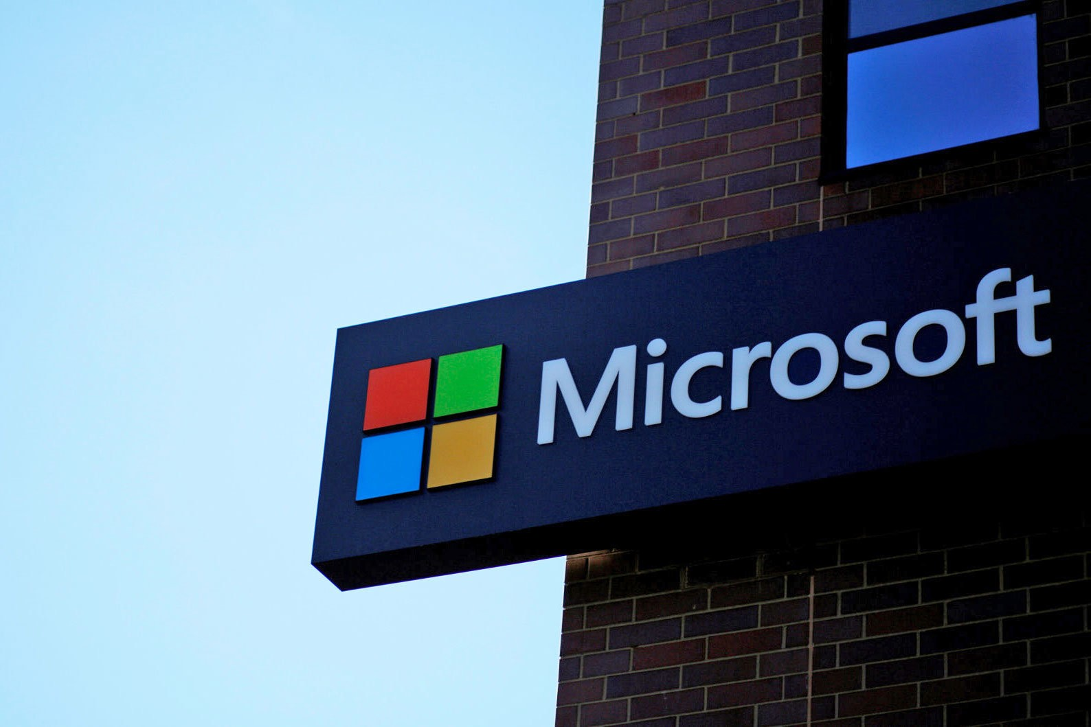 Microsoft Suffers Security Breach of Webmail Services