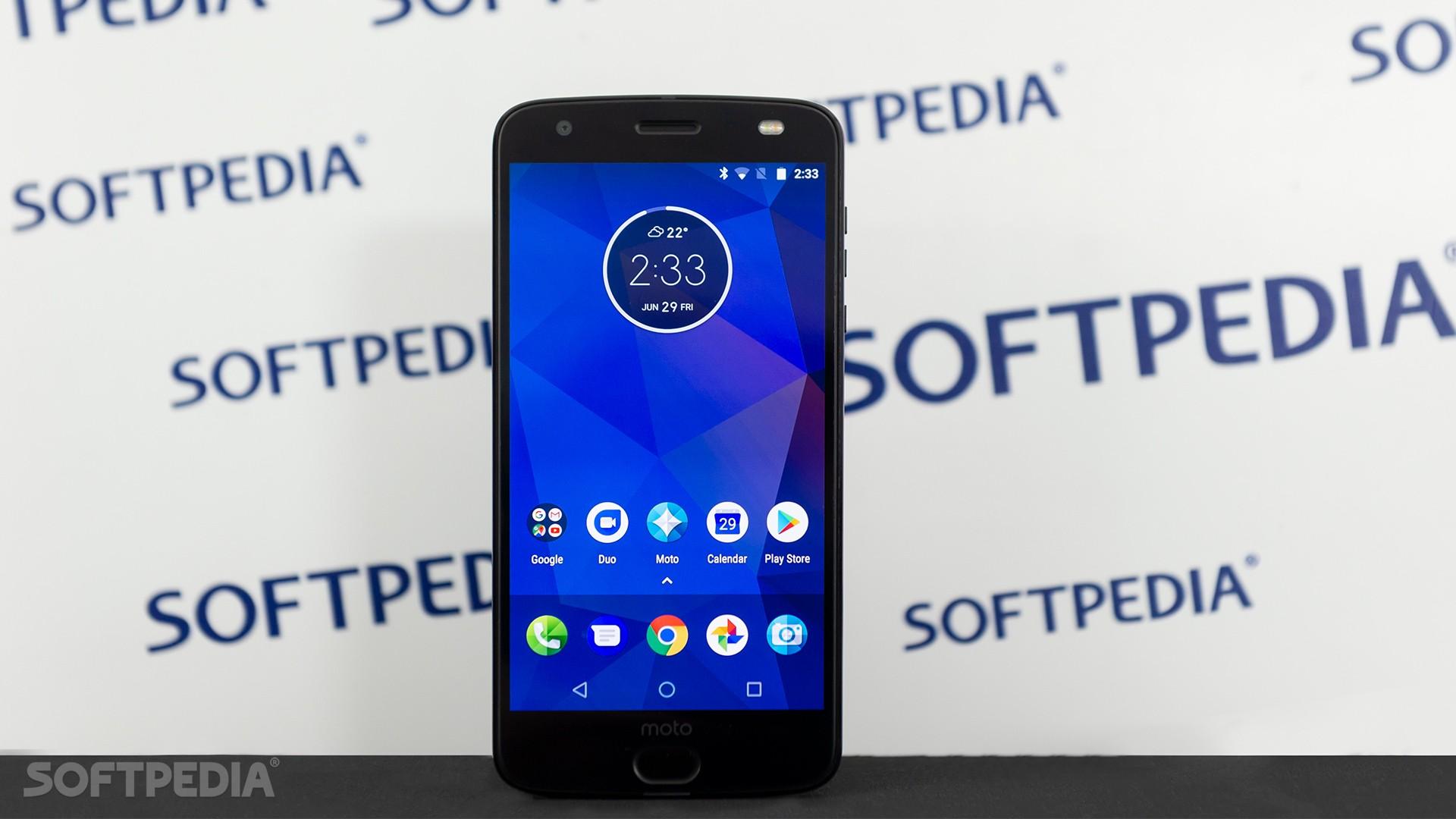 4fb2dd4832 Motorola Moto Z2 Force Review - Gone in a Heartbeat