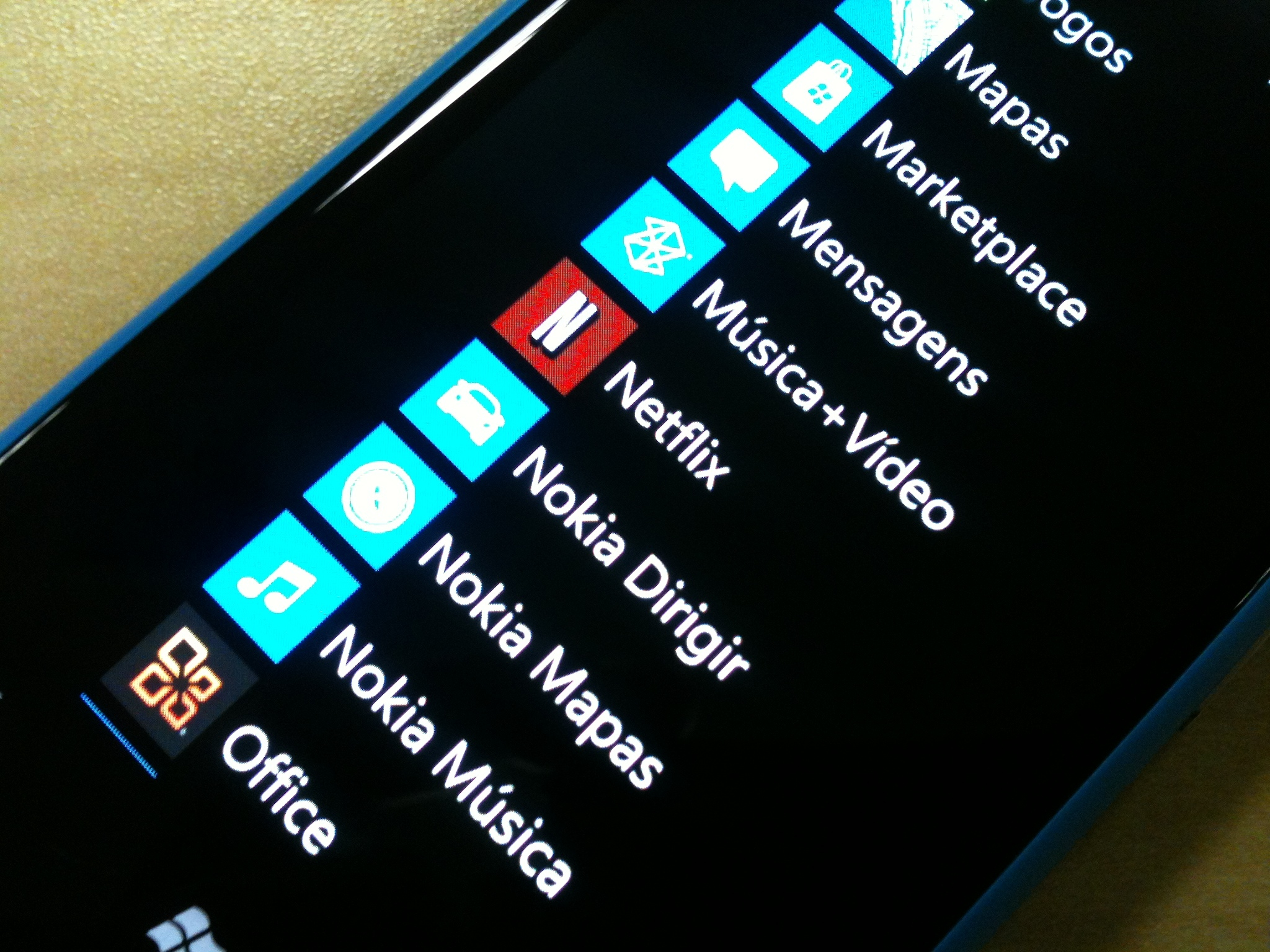 netflix and chill even more as official windows phone app gets updated