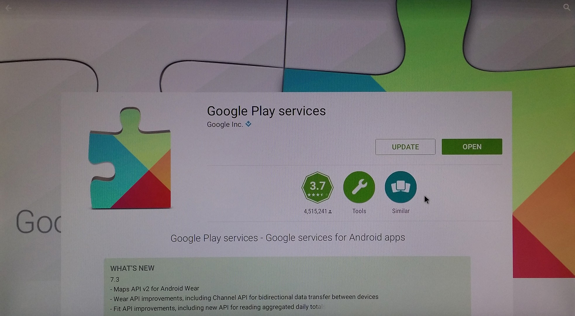 Google Play Store running RaspAnd's Desktop Google Play Services updating
