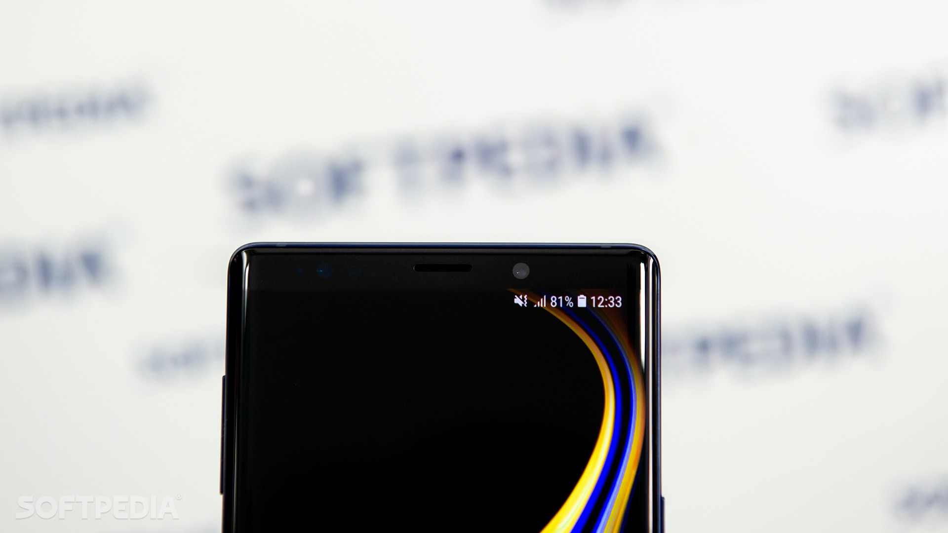 Samsung Galaxy S10 Reinvents the Notification LED