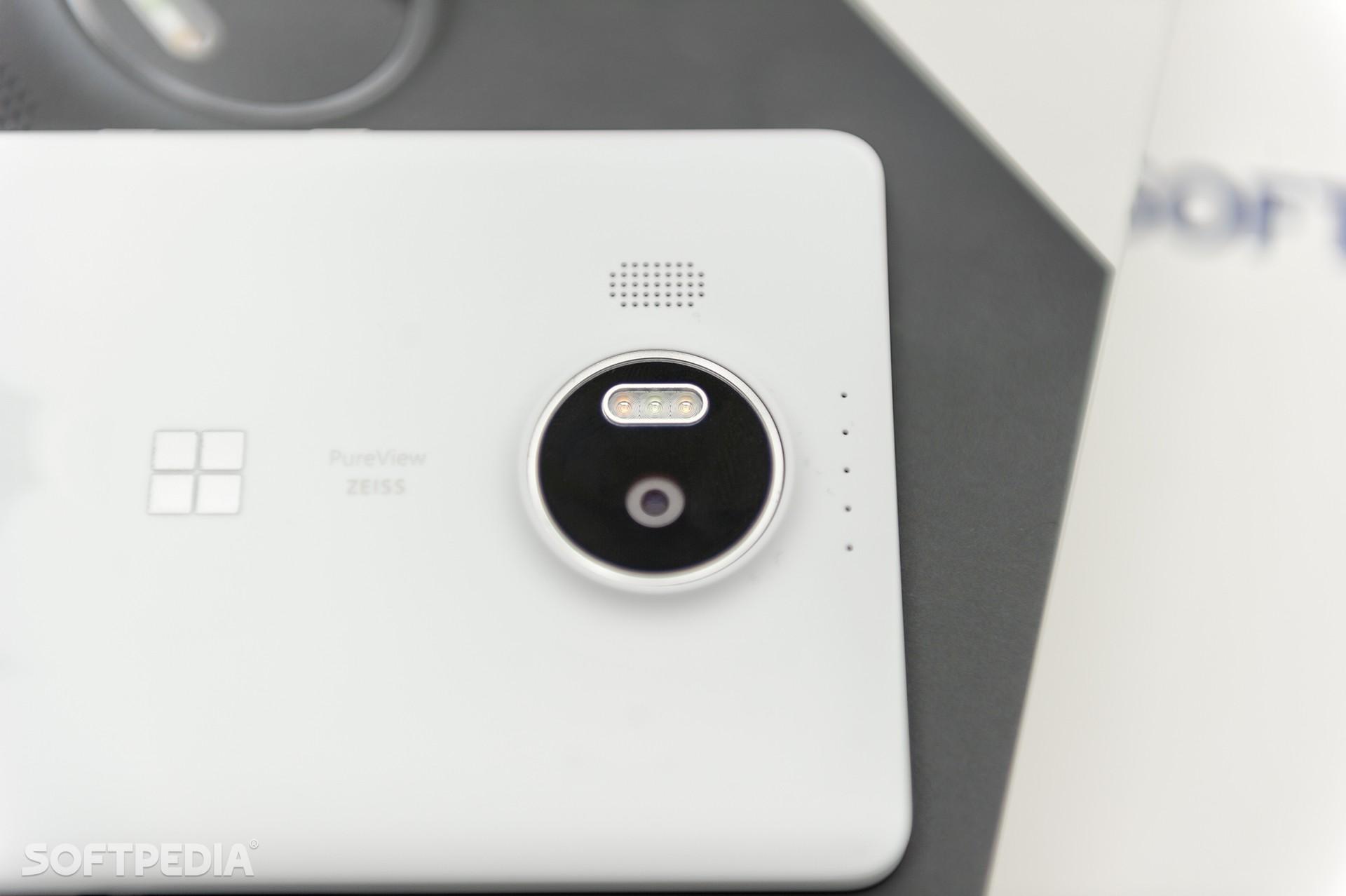 Samsung Galaxy S7 Edge vs  Microsoft Lumia 950 XL: Specs and