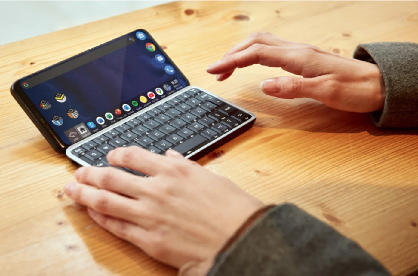 Planet Computers Launches Smartphone Featuring Keyboard